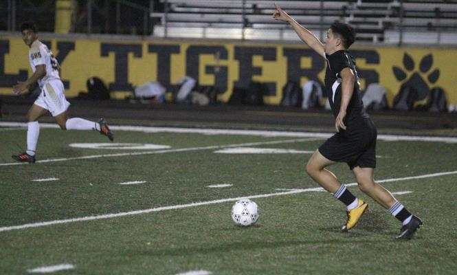 Tiger senior Ricky Avila looks to make a pass upfield during Sealy's final non-district contest against Giddings at home on Jan. 18. (Cole McNanna/Sealy News)