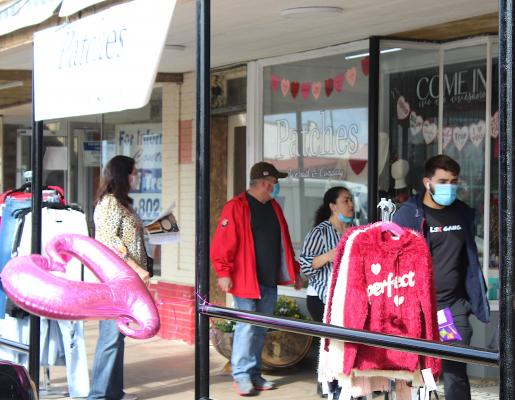 Sealy Main Street hosted the Downtown Sealy Sweethearts Sip n' Stroll event last Saturday to celebrate Valentine's Day. 10 local vendors were set up around the square, including Patches By Smith's & Co., and pop up shops were hosted inside 222 Fowlkes Street. (Amanda Luksha/Sealy News)